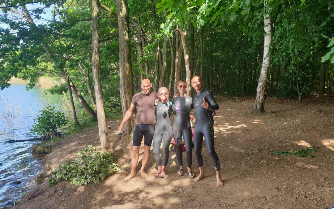 Schwimmen im Kelsterbacher See zur Eröffnung der Freiwassersaison